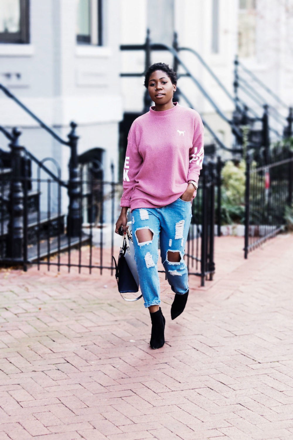 style-synopsis-destroyed-boyfriend-jeans-style