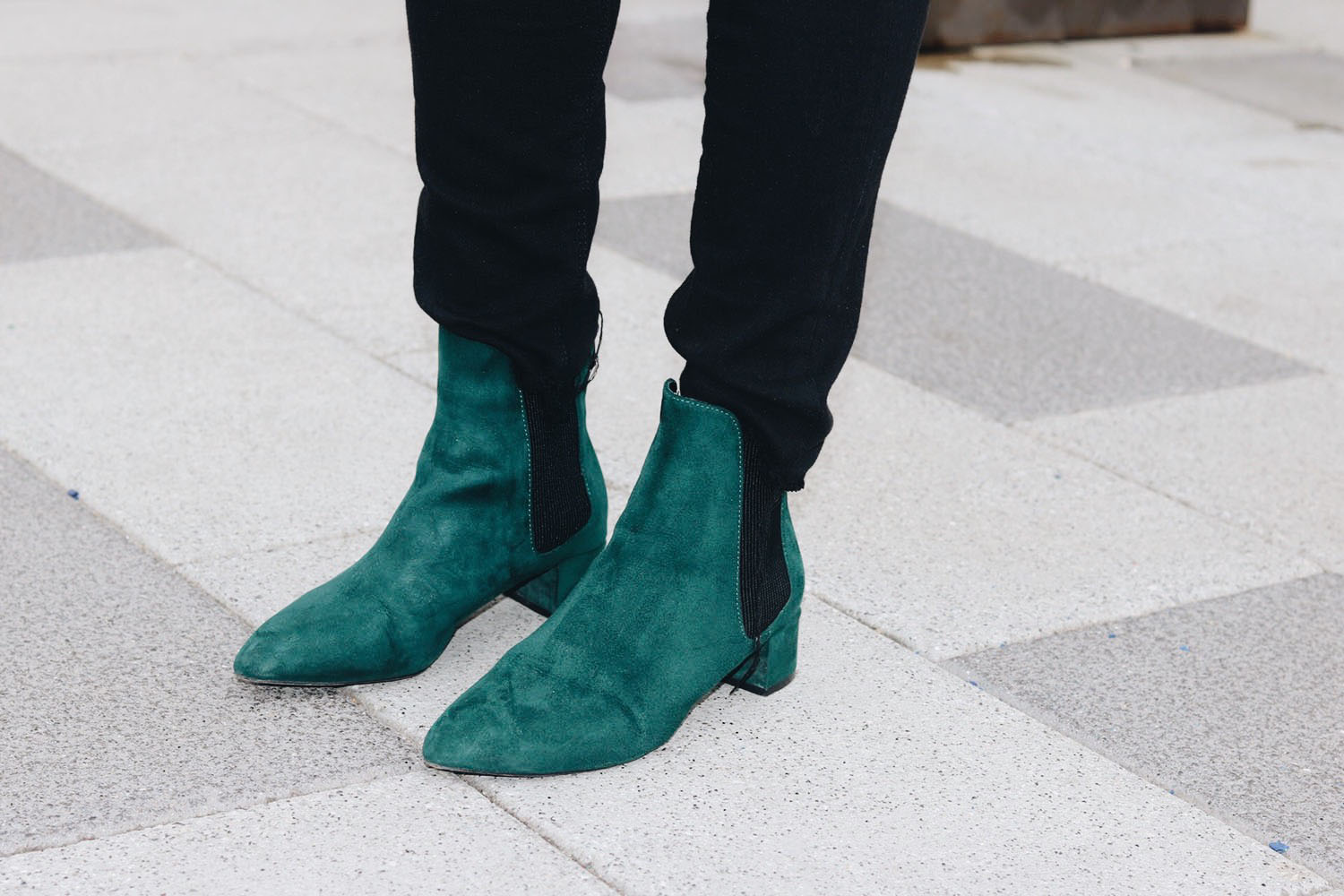 style-synopsis-green-suede-boots