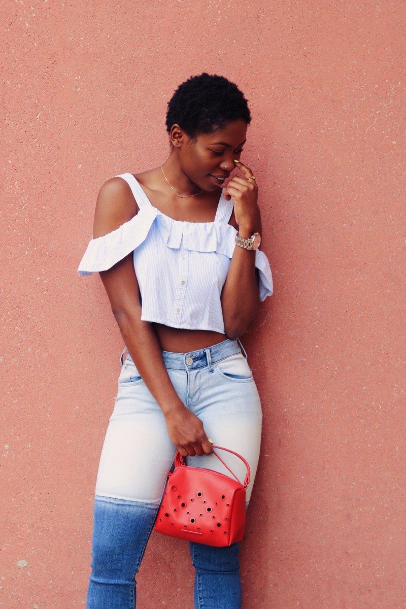 MINIMALIZING IN SLIDES, RUFFLES & TWO TONED JEANS