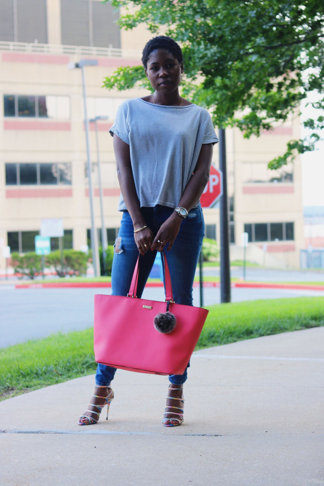 style-synopsis-distressed-jeans-casual-look
