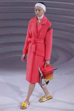 Anya Hindmarch London Spring 2017 Trends // Photo via Vogue.com