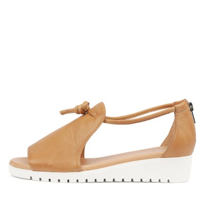 Django & Juliette Melvin Dk Tan White So Sandals