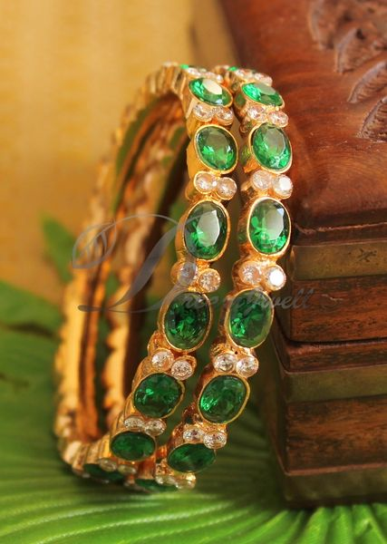 Gold Emerald Bangle Design