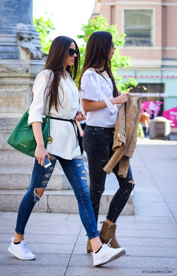 sportski sako bijele hlače, Moda kako nositi moderni bijeli sako i podrapane traperice, zara trgovina, Zagreb street style Instagram žena moda fashion hr zagrebačka špica modne kombinacije