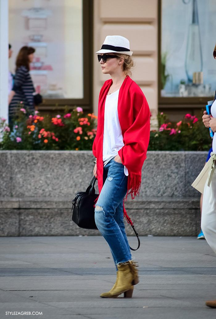 Street style Zagreb, ženska elegantna odjeća za vjenčanja, što odjenuti za vjenčanje, crveni šal i bijeli šešir
