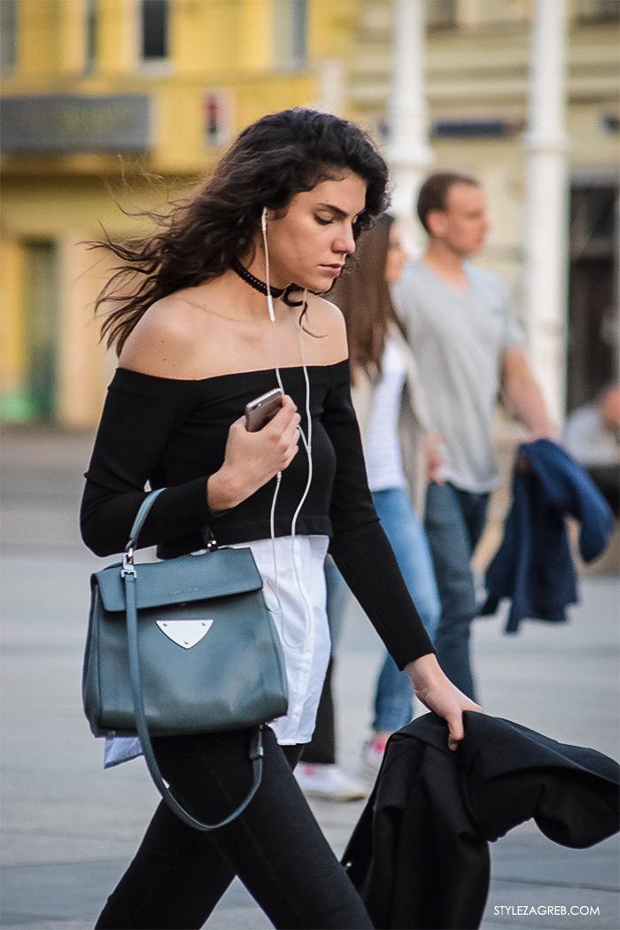 što djevojke odijevaju za večernji izlazak, street style Zagreb ulična moda, cool outfit crne uske hlače, top golih ramena bijela košulja, model off duty look