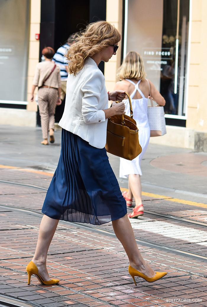 Žena moda street style Zagreb jesen kombinacija bijeli sako plava suknja haljina žute cipele žuta torba, poslovna moda 2016 look