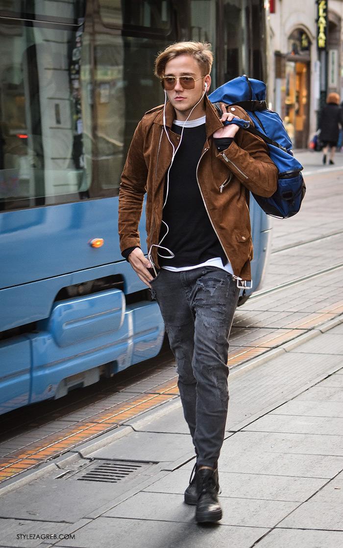 Street Style Zagreb muška moda jesen zima smeđa kožna bajkerska jakna, sive hlače i tenisice