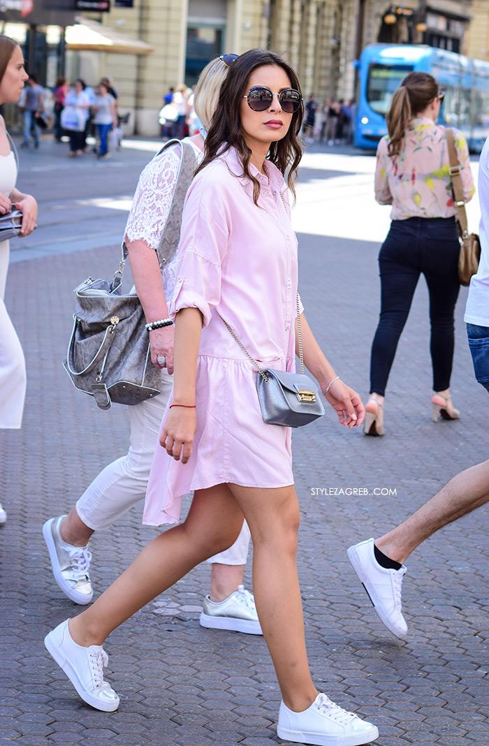 Street style Zagreb kako nositi roza boja stajling kombinacija mini košulja haljina roza boja bijele tenieice stajling