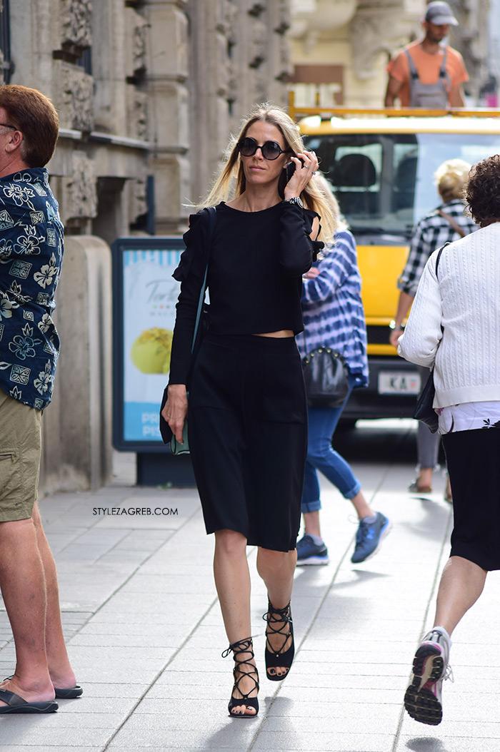 žena sa stilom Zagreb street style ljetna moda srpanj 2017. crna majica s volanima crna midi uska suknja
