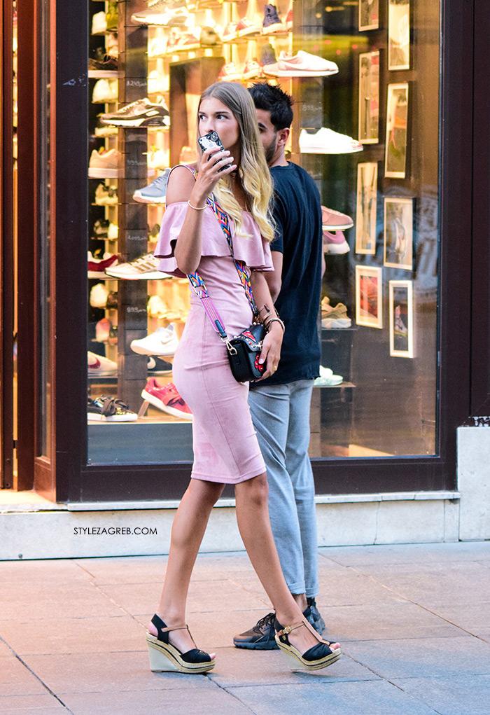 roza haljina s volanima, špagerice na punu petu, žena sa stilom Zagreb street style ljetna moda srpanj 2017.