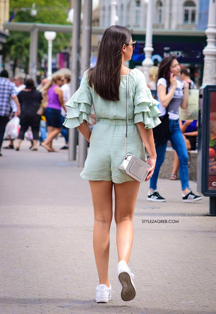 Volani lepršaju zagrebačkim street styleom. Zeleni kombinezon volani na rukavima moda špica Zagreb