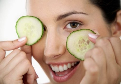 Home remedies to treat dark circles with Cucumber