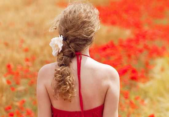 Prom Loose Hairstyle 2016 with Floral Beauty