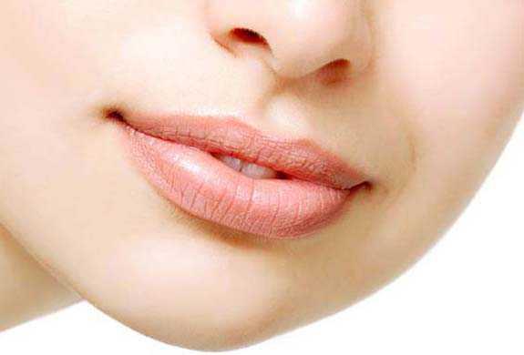Vitamin E Treats Chapped Lips