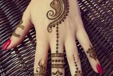 Simple & Easy Henna Mehndi Designs for Superior Girls