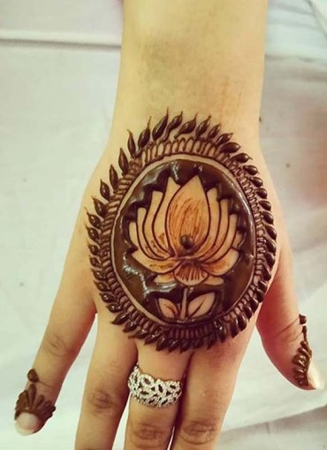 Cutest Mehndi Designs for Ladies to Copy Nowadays