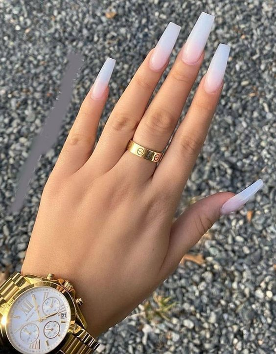 Gorgeous & Modern Glitter Nails Look for 2020