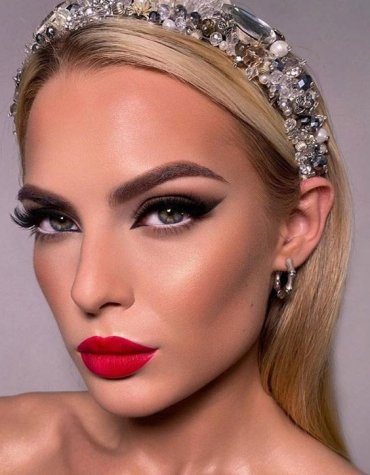 Beautfiul & Cute Makeup Style to Blow out Your Look
