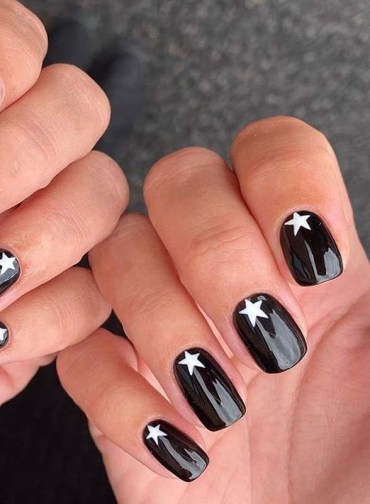 Pretty Black Nail Arts for Girls to Follow