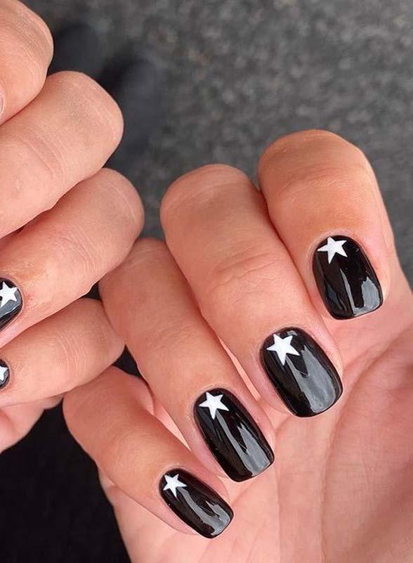 Pretty Black Nail Arts for Girls to Follow