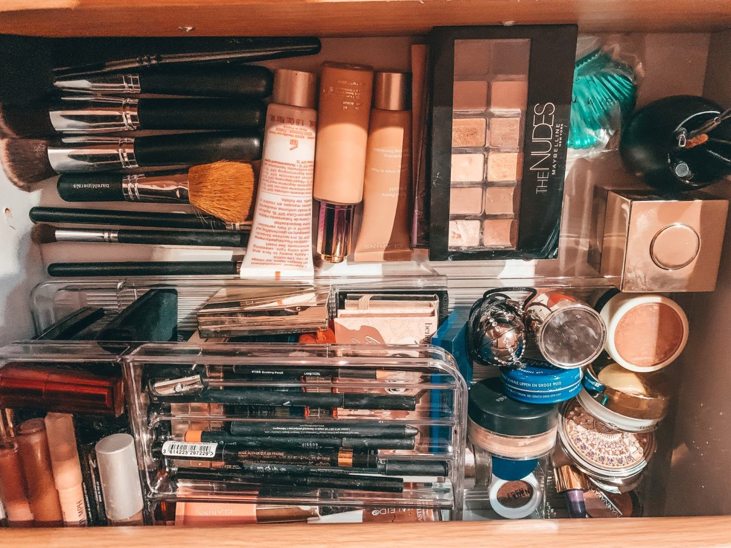 declutter-makeup-drawers-www.stylinglifetoday.com