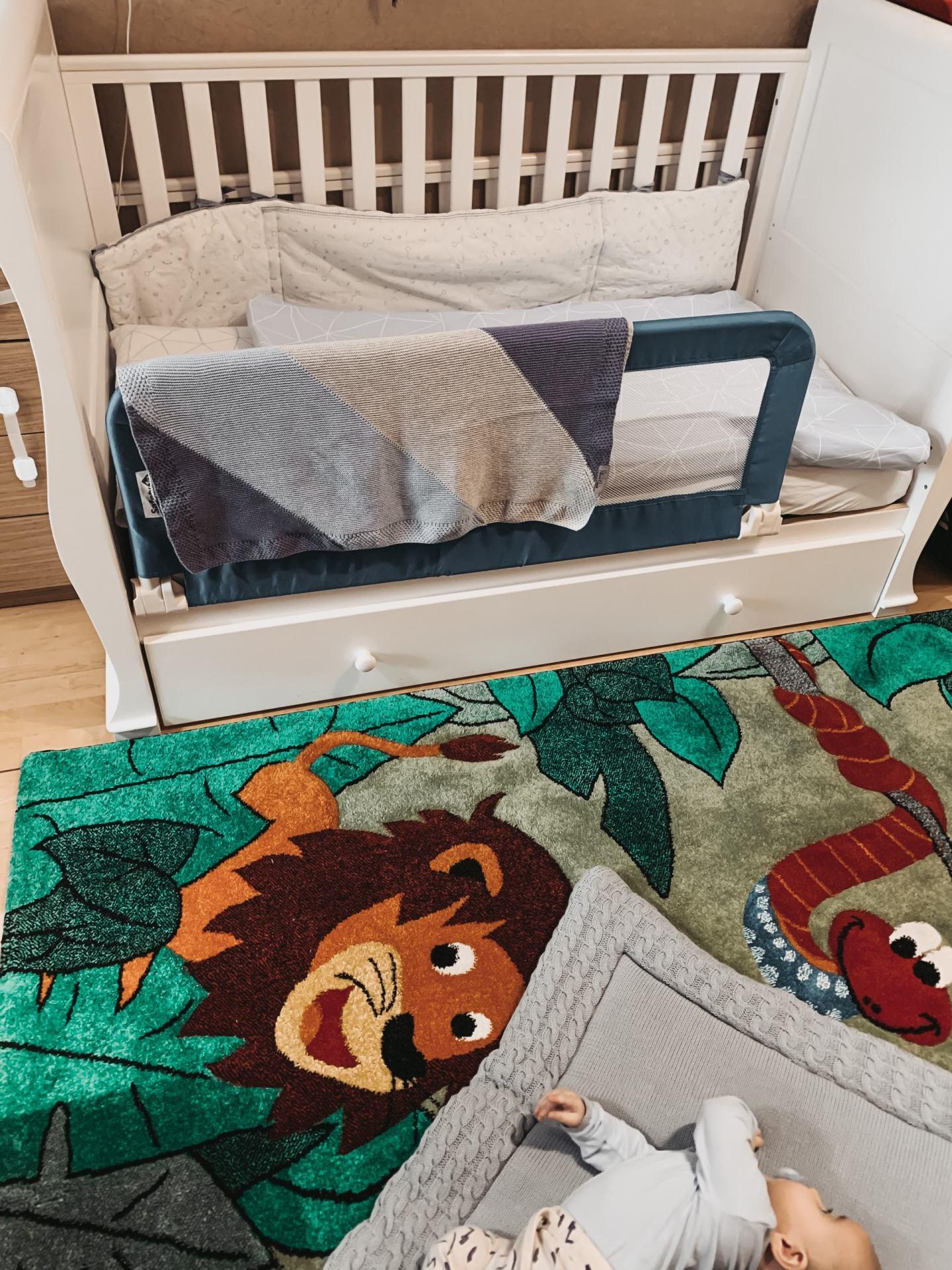 baby-nursery-room-essential-baby-crib-www.stylinglifetoday.com