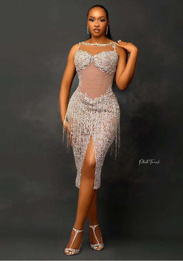 Gorgeous and Stunning Short Gown Styles for Chic and Sassy Looks