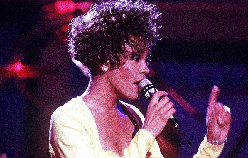Whitney Houston: una voce magica e una vita difficile