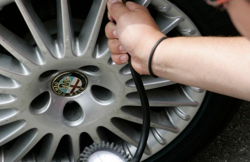 Corretta pressione degli pneumatici: il 52% degli italiani non gonfia le gomme