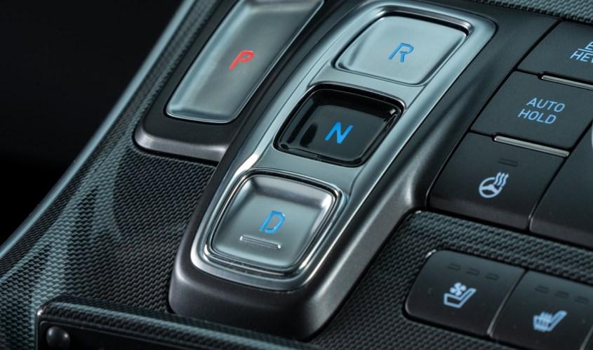 Nuova Hyundai SANTA FE Plug-in Hybrid cambio automatico a tastiera