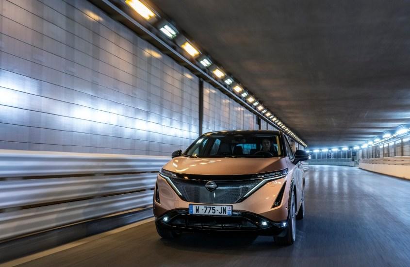 veicoli elettrici, chi li possiede in Europa viaggia di più rispetto ai benzina o diesel