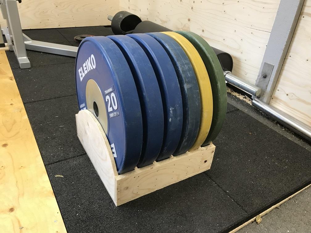 Hemmabyggd förvaringslåda för viktskivor