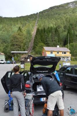 Se preparando para subir, estacionamento do Trolltunga.