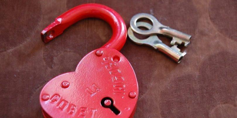 A chave do coração indicando que é necessário estabelecer objetivos comuns para enriquecer como casal.