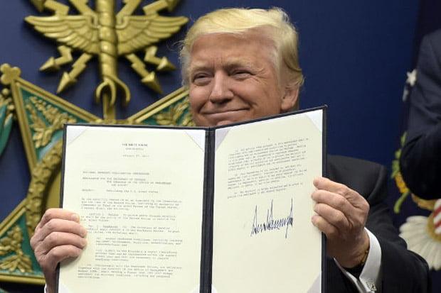 Protes Marak, Trump Pertimbangkan Merevisi Larangan Imigran