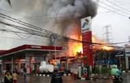 SPBU dan Mobil Terbakar di Pekanbaru
