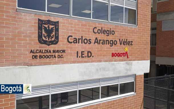 La Alcaldía de Bogotá entregó este lunes 30 de noviembre la restitución completa del colegio Carlos Arango Vélez