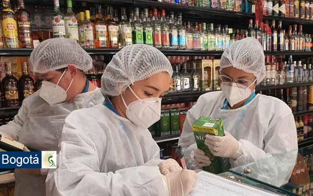 Secretaría de Salud ha decomisado más de tres toneladas de alimentos en mal estado y más de mil botellas de licor que no cumplen los requisitos para su comercialización