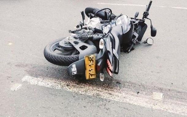 Muere parrillero al chocar contra camión en Suba