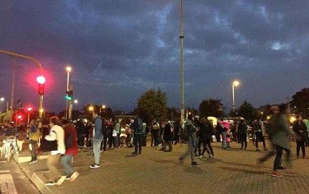 Subanos regresan a casa a pie por bloqueos en manifestaciones