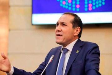 """""""Están violando los cargos de docentes que han trabajado en municipios del conflicto armado"""": senador Antonio Sanguino"""