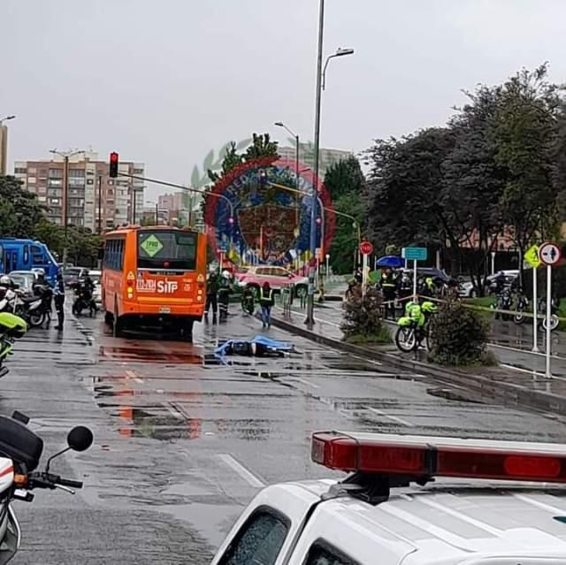 Muere ciclista atropellado por un bus en Suba