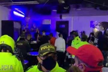 """¡Irresponsables!: establecimiento que estaba """"cerrado"""" se encontraron cerca de 40 personas en el barrio San Pedro de Tibabuyes"""