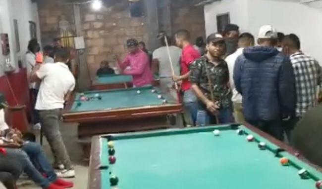 El colmo: Sorprendieron a 70 personas en el interior de un billar en Santa Cecilia