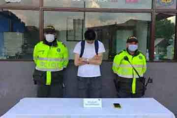 Uniformados de la Policía del CAI Fontanar en Suba capturan a un sujeto que habría hurtado el celular a un ciudadano