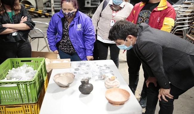 Inicia proceso de conservación y análisis de hallazgos arqueológicos muisca encontrados por el IDU en Suba