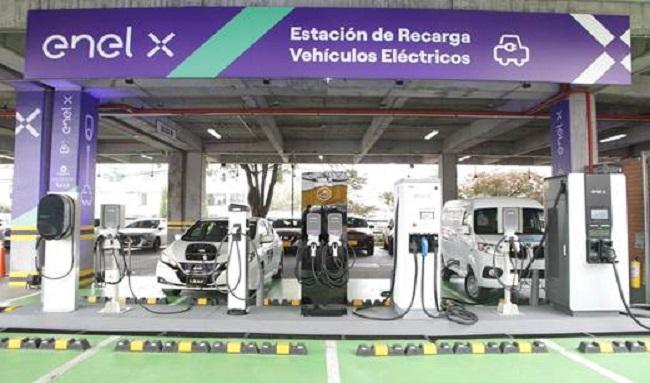 Nueva electrolinera de Enel X en Unicentro se convierte en la más grande