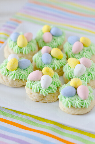 Easter's right around the corner, so if you need something sweet and easy to make - try one of these Simple Easter Treats.