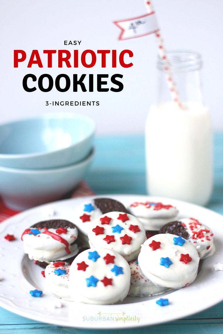 Looking for an easy red, white and blue treat for your Memorial Day or 4th of July BBQ, picnic or potluck?  Then you have to try these chocolate dipped Patriotic Oreos! Easy, pretty and delicious! #4thofjuly #patrioticdessert #oreos